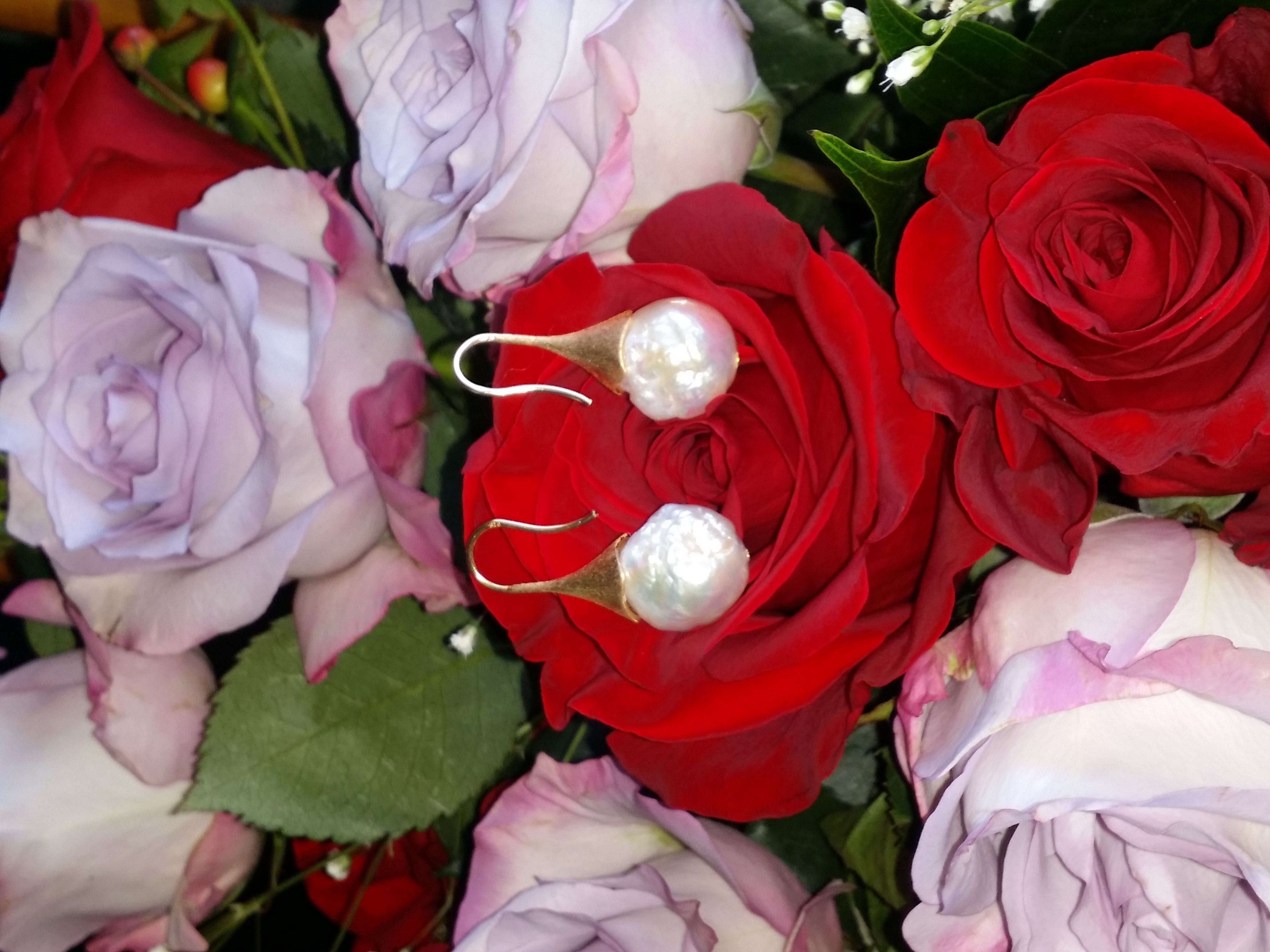 Tokoriki - White Edison Pearl Earrings